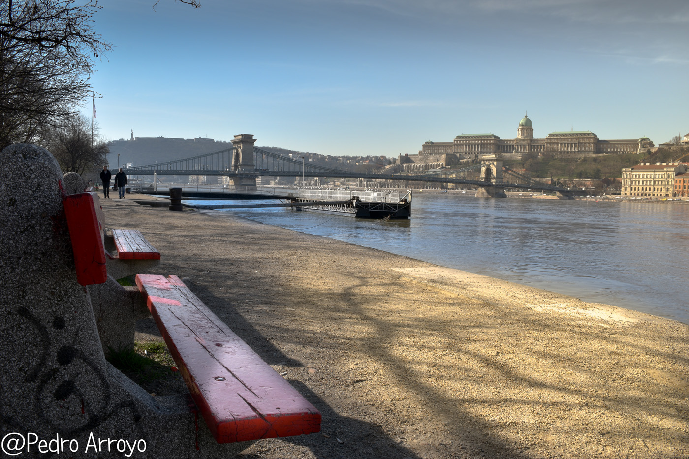 Banco junto al Danubio
